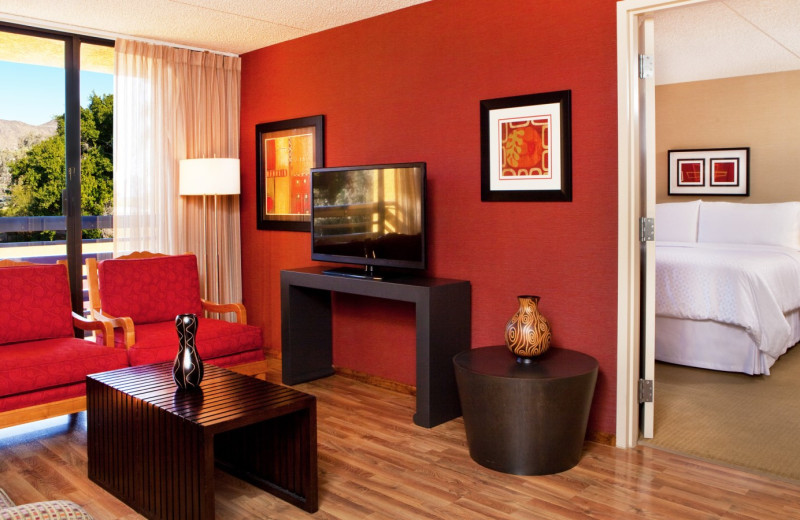 Guest room at Four Points by Sheraton Phoenix North.