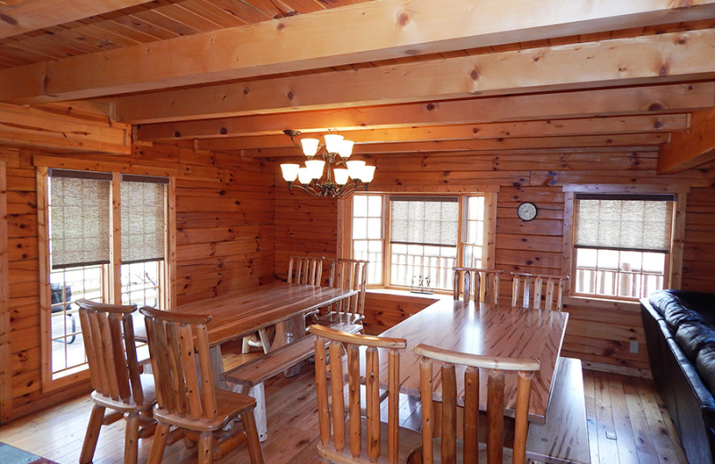 Cabin dining area a tCut Above Cabins.