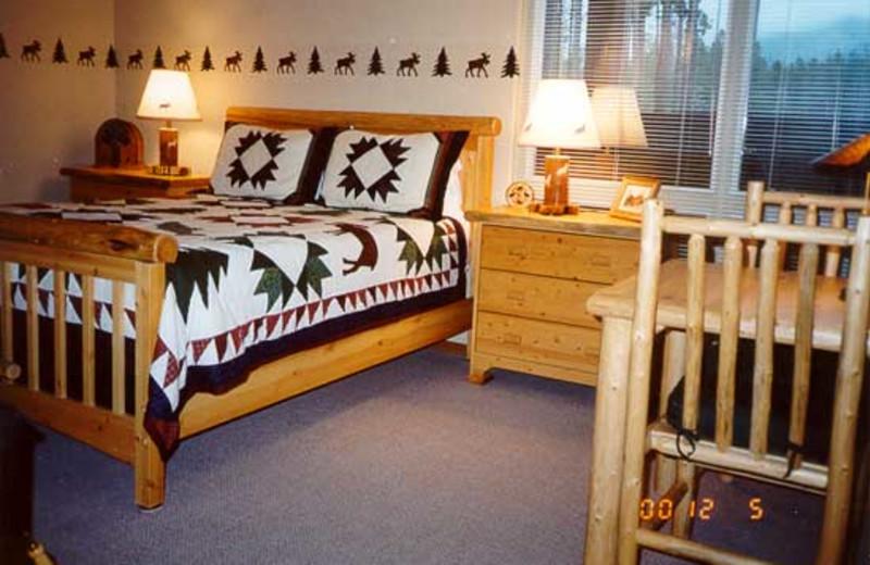 Guest room at Silverwolf Log Chalet Resort.