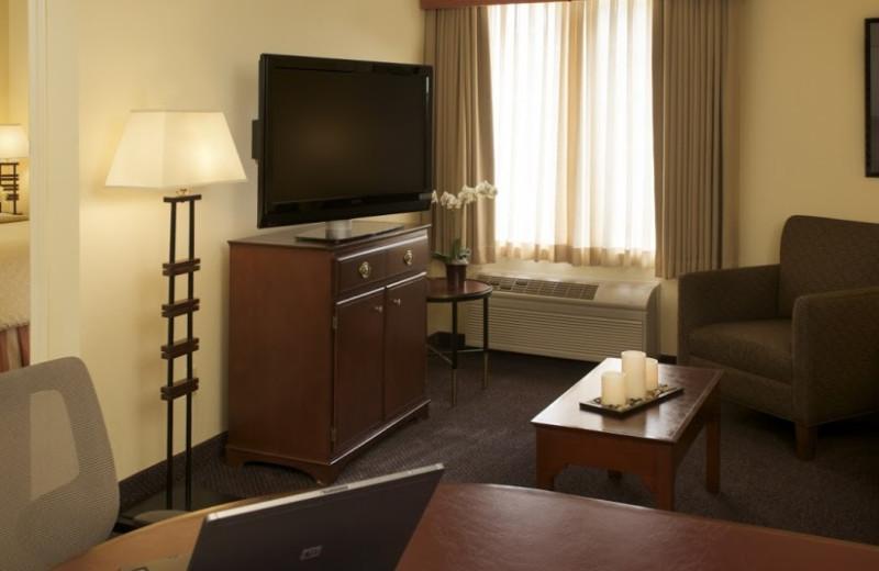 Guest room at Larkspur Landing - Folsom.