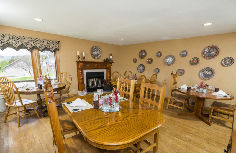 Dining area at Hawk Valley Retreat & Cottages.