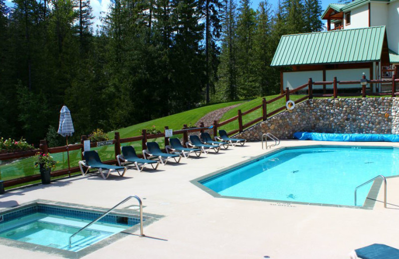 Outdoor pool at Lizard Creek Lodge.