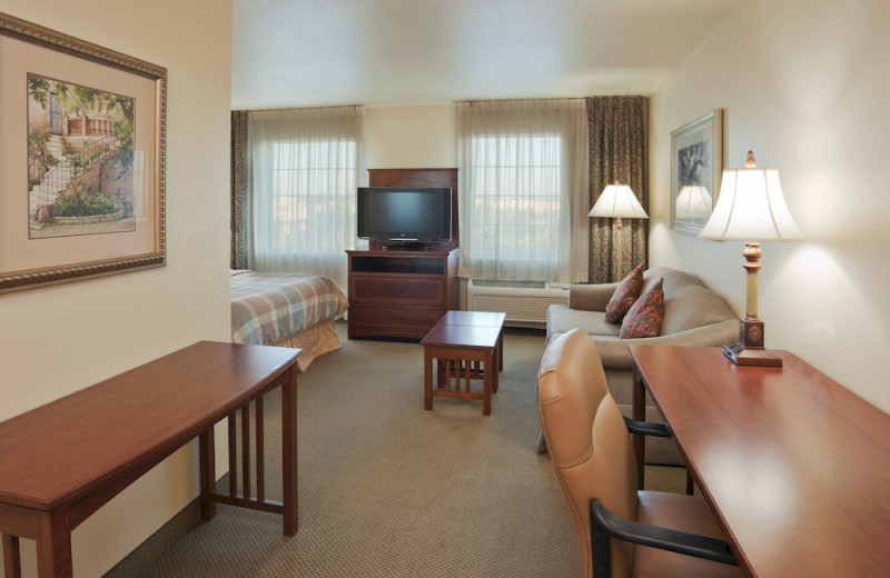 Guest room at Staybridge Suites Sacramento Natomas.