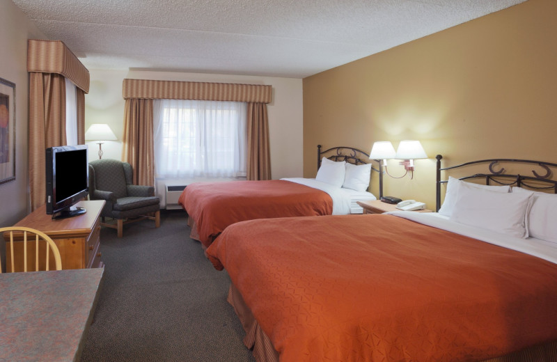 Guest room at Country Inn & Suites By Carlson Scottsdale.