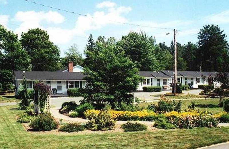 Exterior view of Allen's Motel.