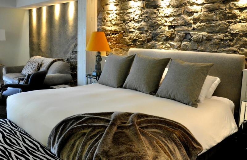 Guest room at Auberge Saint-Antoine.