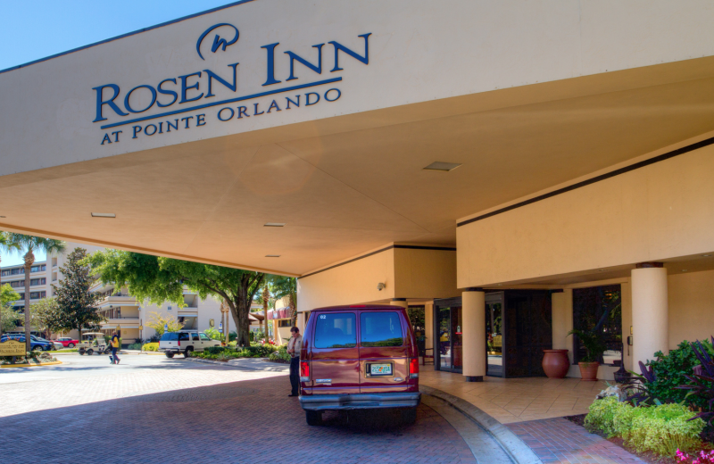 Front entrance at Rosen Inn at Pointe Orlando.