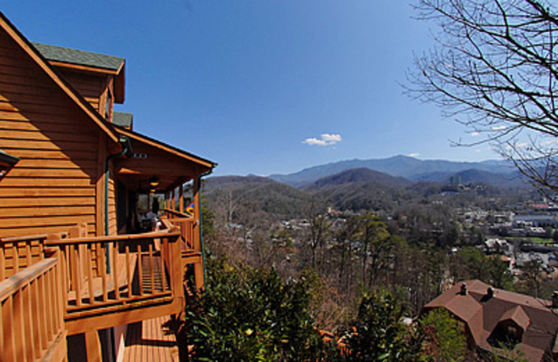 smoky a pin tennessee of from mountains just cabin rentals luxury downtown log in hillbilly the hilton minutes gatlinburg is cabins mountain