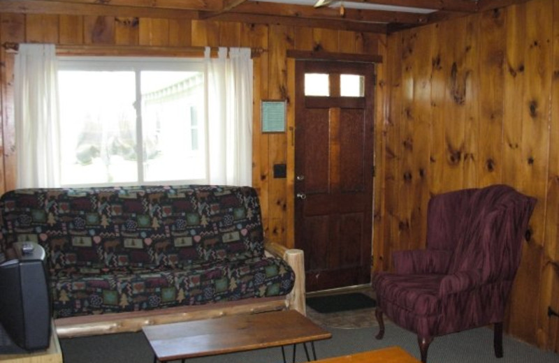Cottage family room at Diamond Cove Cottages.