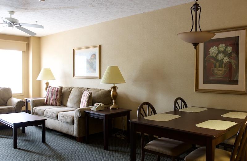 Guest living room at Split Rock Resort & Golf Club.
