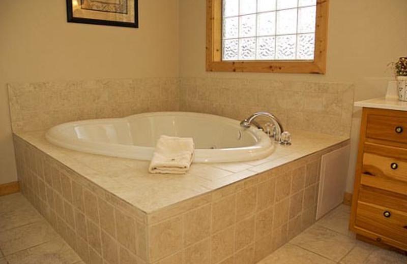 Vacation Rental Bathroom at Volunteer Cabin Rentals