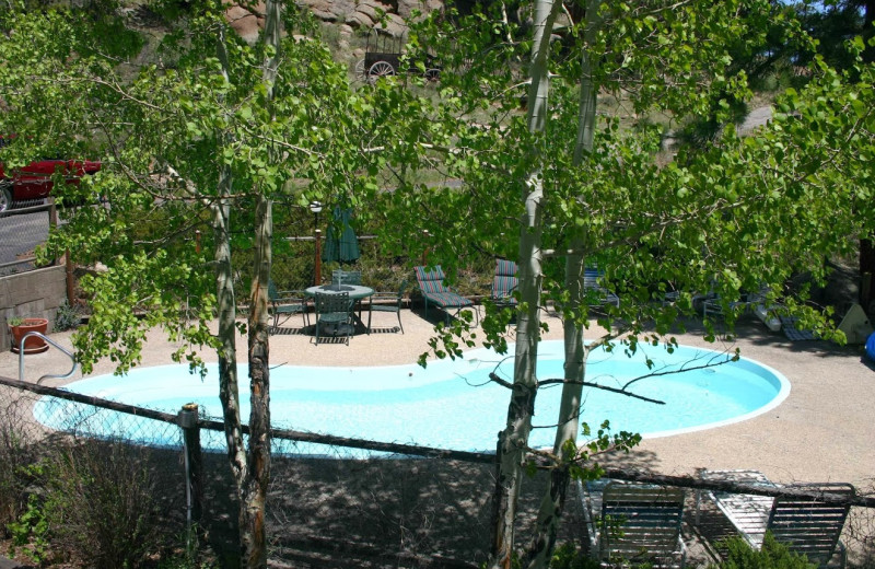 Outdoor pool at Sunnyside Knoll Resort.