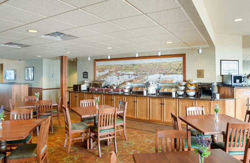 Dining at Comfort Suites Canal Park.