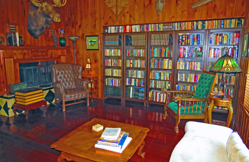 Rental living room at All-Season Cottage Rentals.