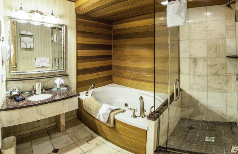 Guest bathroom at Golden Arrow Lakeside Resort.