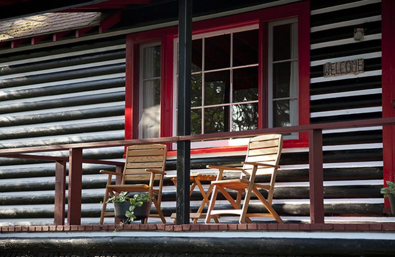 Cabin front porch at Killarney Lodge.