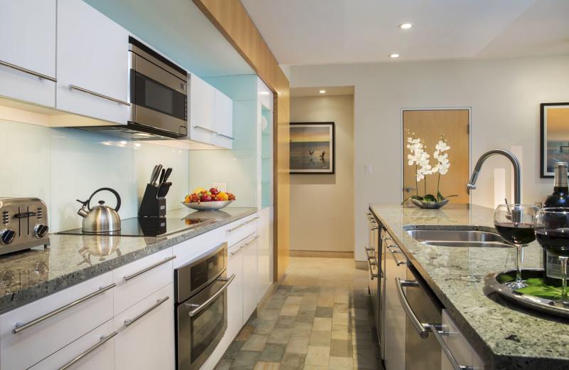 Full Kitchen at Santa Maria Suites