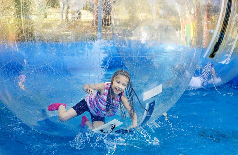 Family activities at Vine Ridge Resort.