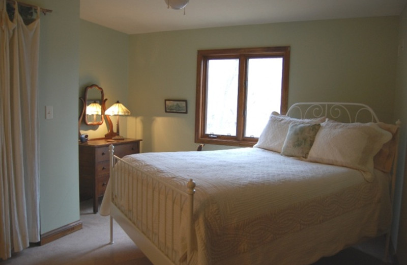 Guest bedroom at Fox Glove Lodge.