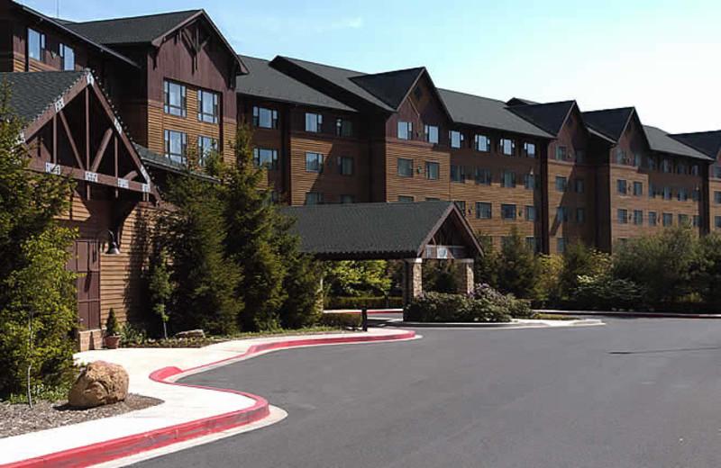 Rocky Gap Casino Resort exterior.