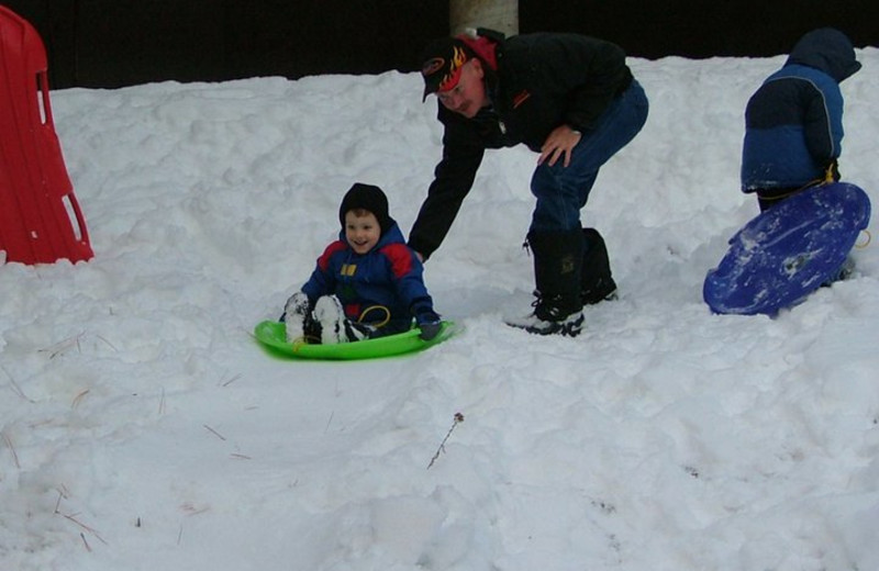 Family sledding at Lone Wolf Cabins and Getaway.