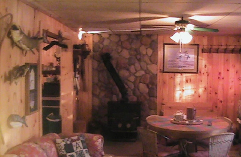 Living room at Rusk Lodging.