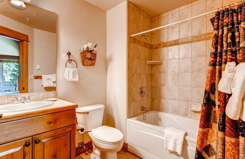 Rental bathroom at EagleRidge Lodge.
