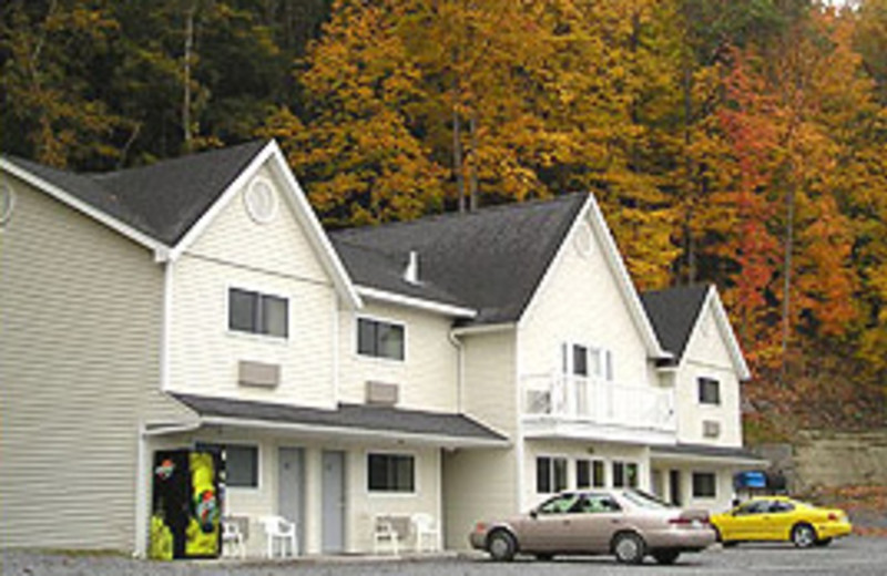 Exterior view at The Falls Motel.