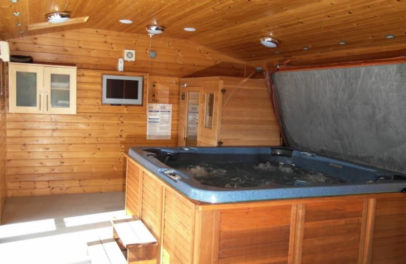 Hot tub at Green View Lodges.
