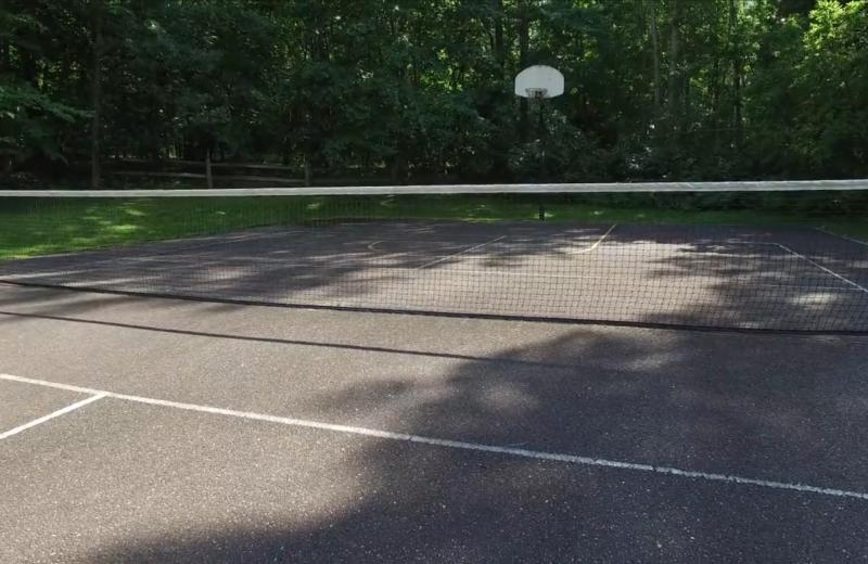Tennis court at Lykins Pinehurst Resort.
