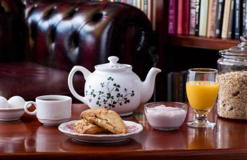 Breakfast at The Irish Cottage Inn & Suites.
