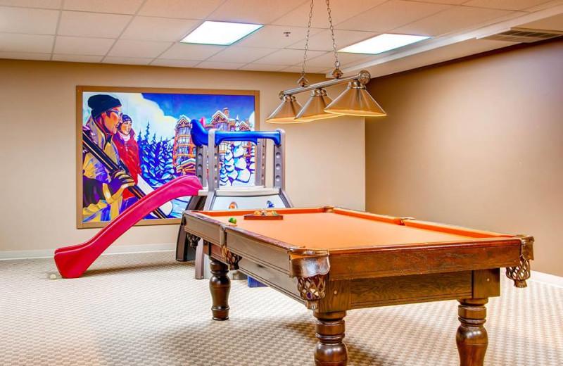 Game room and indoor jungle gym at RentChalets