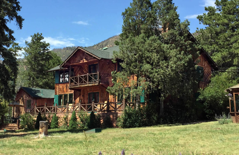 Exterior view of Rocky Mountain Lodge & Cabins.