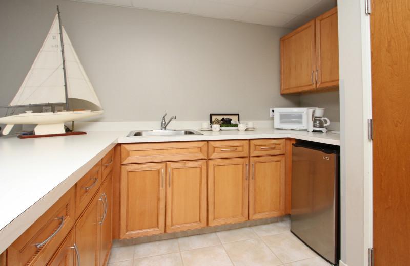 Guest kitchen at Bay Pointe Inn Lakefront Resort.