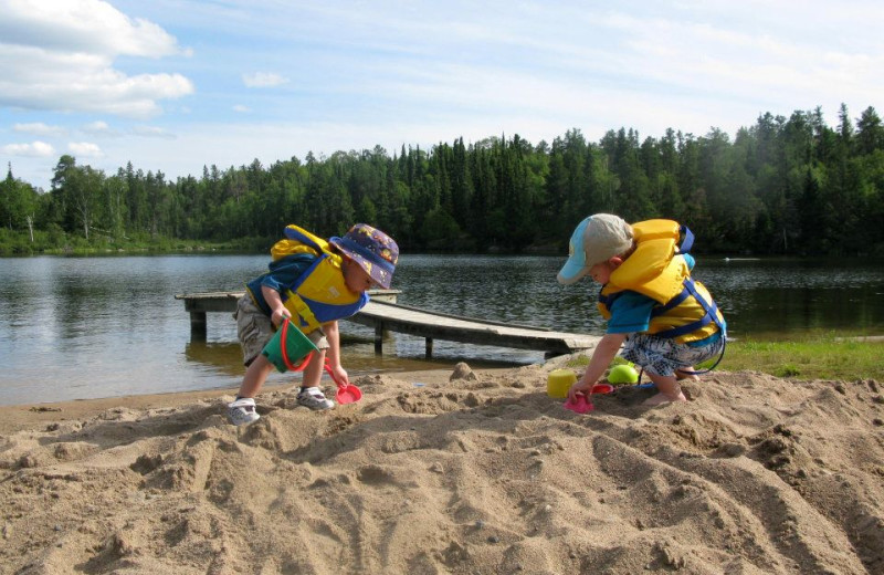 Kids playing on beach at Dogtooth Lake Resort.