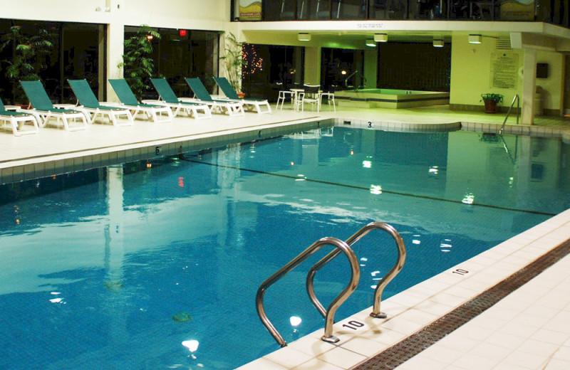 Outdoor pool at The Margate on Winnipesaukee.