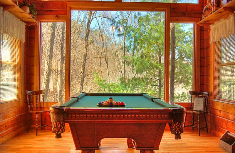 Cabin billiards table at American Mountain Rentals.