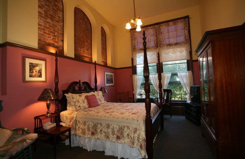 Guest room at Palace Hotel Townsend.