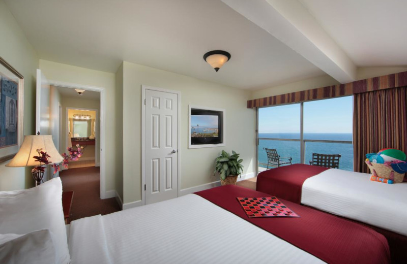 Double Bed Room at Shore Cliff Lodge