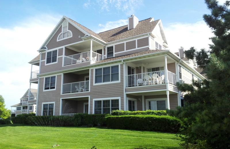 Exterior view of Bridgeport Waterfront Resort.