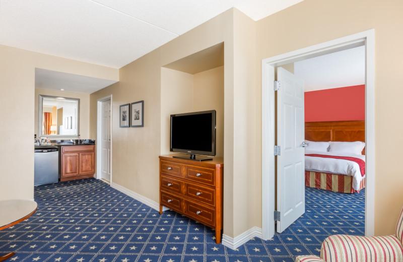 Guest room at Wyndham Gettysburg.