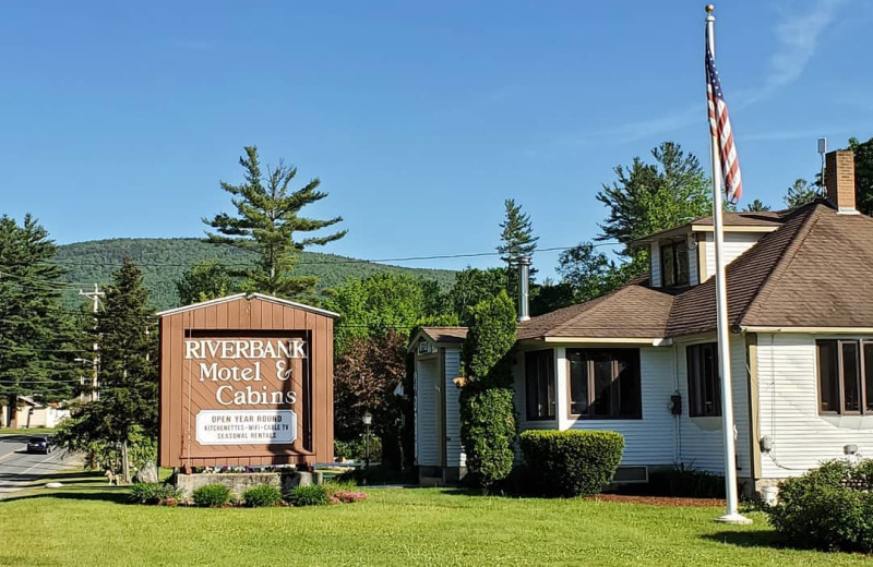 Exterior view of Riverbank Motel & Cabins.