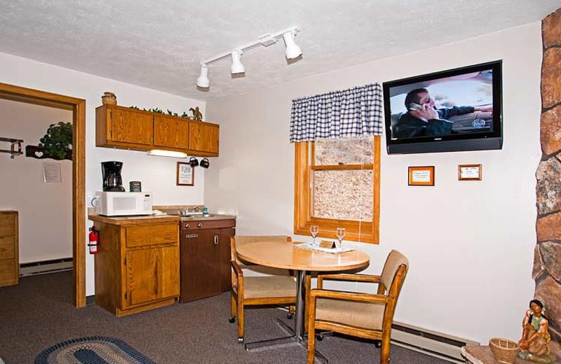 Guest kitchenette at 4 Seasons Inn.