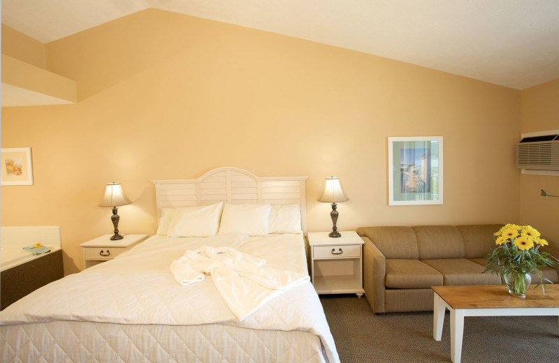 Guest room at Pointes North.