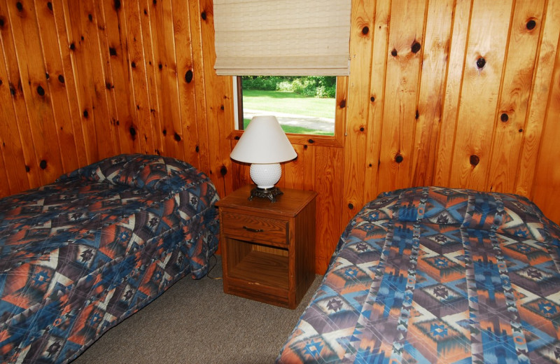 Cabin bedroom at Geiger's Trails End.