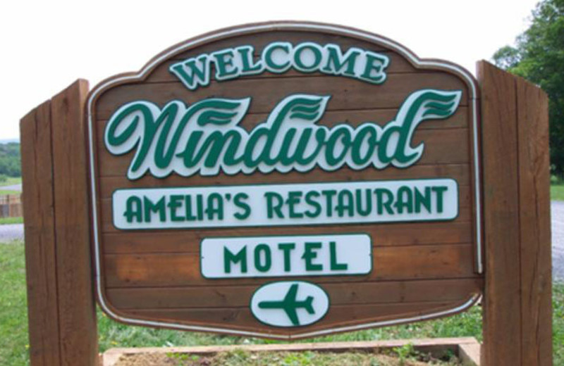 Welcome sign for Windwood Fly-In Resort.