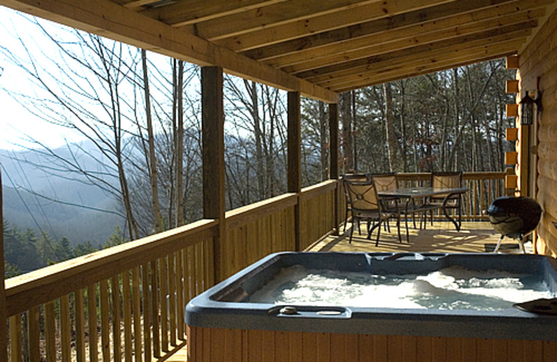 Cabin jacuzzi at Rock Creek Cabins.