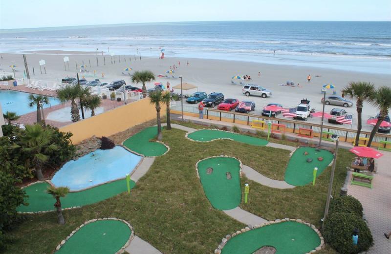 Mini golf at Fountain Beach Resort.