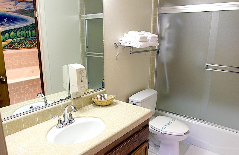 Bathroom at Lone Oak Lodge