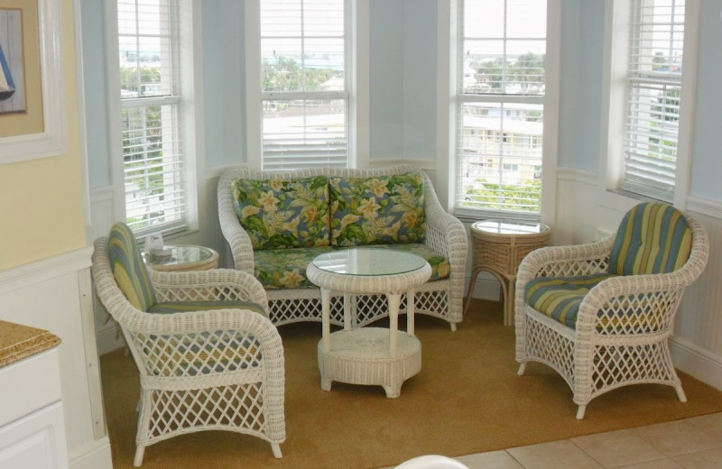 Guest sitting area at Edison Beach House.